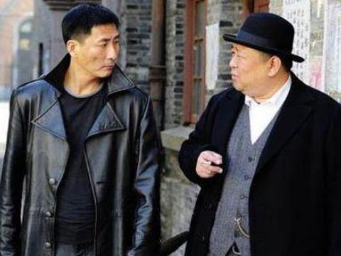 张嘉译同班同学,合作张子健走红,曾是鬼才导演,如今却雷剧不断