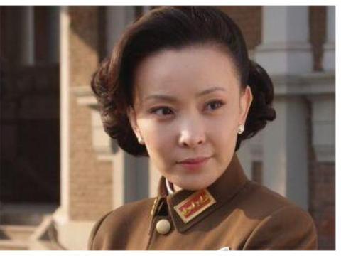 与不出名时的张嘉译离婚,恋上孙红雷,如今43岁美成仙女