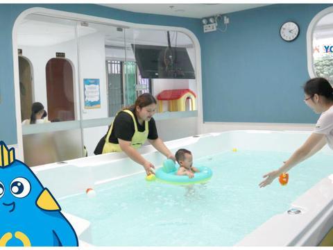 愉悦宝贝育儿课堂,认生的宝宝更应该多到婴儿游泳馆去