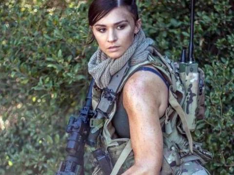 武器模特瑞秋·简:五官身材完美结合, 性感与帅气的结合。