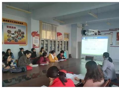 从新出发,全新起航——莱芜一中举行语文新教材教学研讨活动