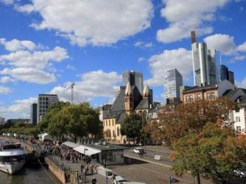 欧洲一个古典又现代的城市,城区就二十多幢高楼,但是感觉很发达