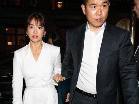 37岁宋慧乔撞上44岁林志玲,不仅颜值比不过,身材气质输得好彻底