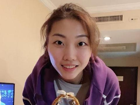 """作为中国女排顶级球员,""""小苹果""""袁心玥的年薪有多少呢?"""