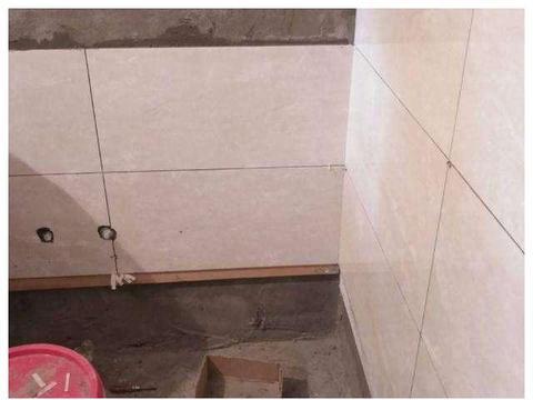 看邻居卫生间装修,头一次见贴瓷砖留空一排,真懊悔现在才发现