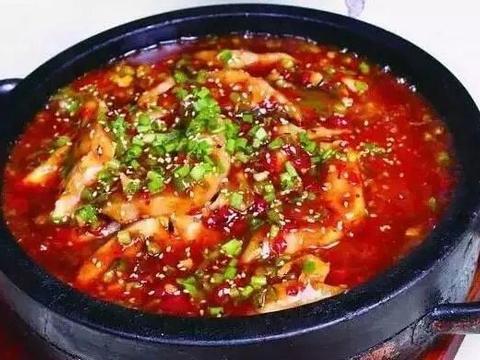 简单家常菜:石锅风味鱼,双椒鲜猪手,芝麻鸡,干烧鲫鱼