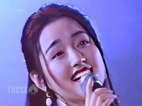 杨钰莹上海金秋演唱会截图,确实够纯够甜,难怪众生为之倾倒