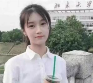 """高配版""""奶茶妹妹""""火了,看到她拿奶茶的照片,网友:同样的配方"""