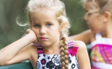 4岁孩子性格内敛,交不到朋友又不合群怎么办?这四招或是解决法