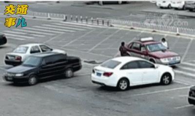 车祸动图说安全:倒车多看一眼 平安出行双保险