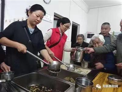 """阳新上街社区有个针对社区70岁以上老人开放的""""幸福食堂"""""""