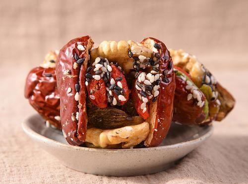 想吃红枣夹核桃,不用出去买了,在家就能自己做!