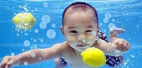 婴儿游泳好处多,游泳纸尿裤的选择同样不可忽视!