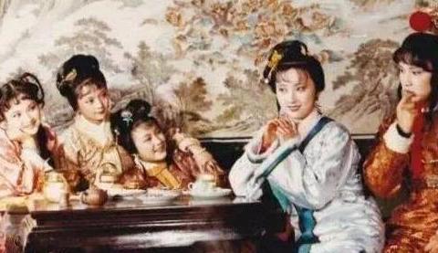 """中国娱乐界第一个""""小鲜肉"""",30年后无人识,与发妻恩爱一生零绯"""