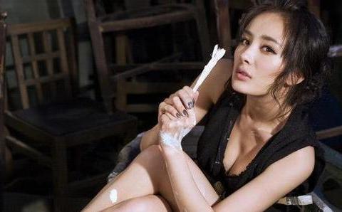 杨幂拿下全球代言,三位国际超模给她做绿叶,网友:真给国人长面