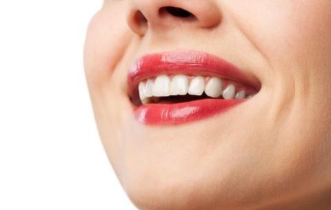 牙龈出血就是上火了?5个口腔保健的误区,看你误信了几个