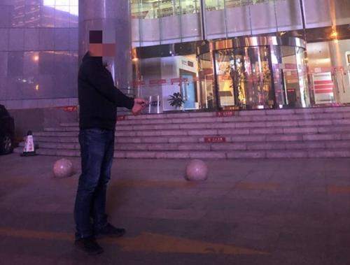 青岛一旅行社员工诈骗四万元 快餐店内被当场抓获