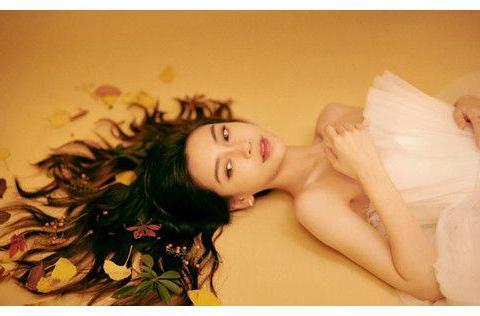 黄晓明42岁生日杨紫送祝福,杨颖为啥躲旁边看热闹?