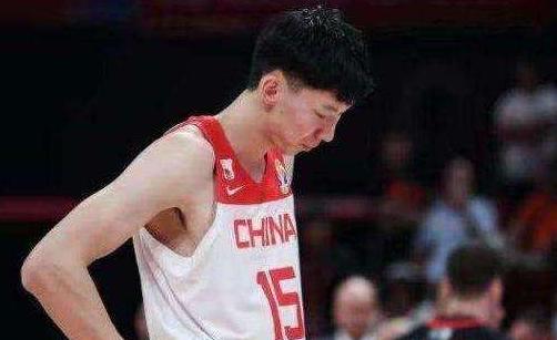 周琦一幕重现!张琳芃被球迷改国籍,致里皮辞职或吃最大罚单