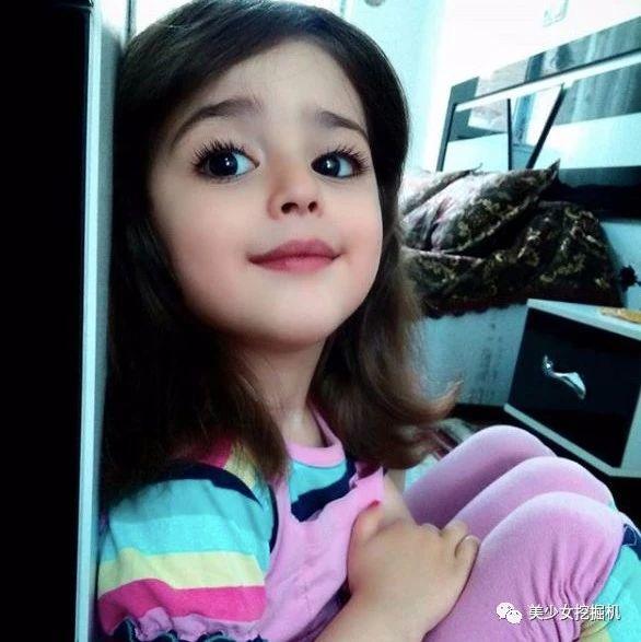 1岁出道,8岁被封全球最萌芭比,却即将被迫遮脸见人…