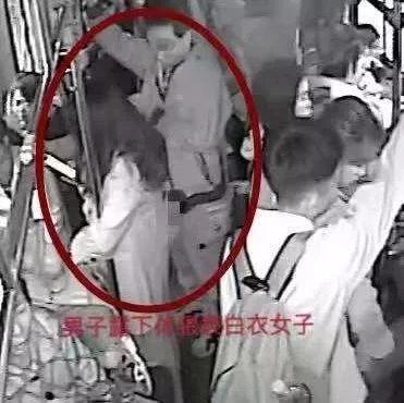 公交车上两名女子被猥亵,14岁女学生大喝一声,结果…