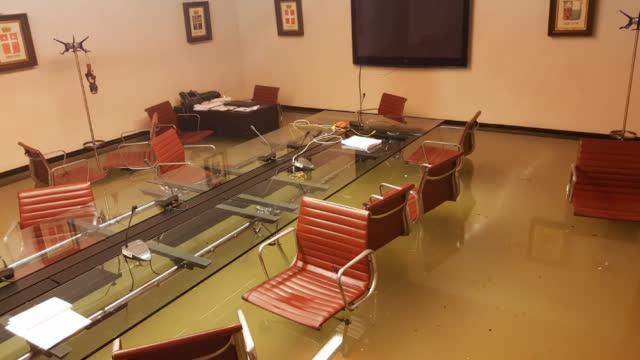 【刚刚否决环保议案,威尼斯议会就被洪水淹