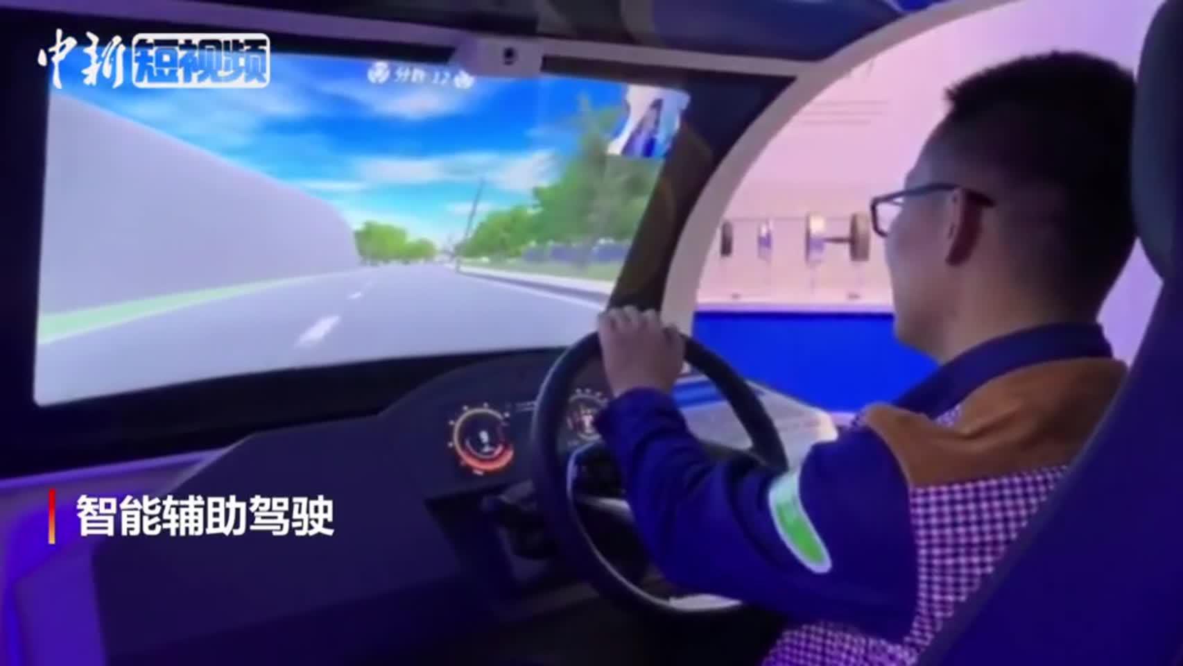 """中国首个""""低碳新能源汽车""""科普体验馆在广州免费开放"""