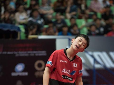 3-4不敌德乒一哥仍嘴硬,张本智和赛后反驳中国记者引热议,服了