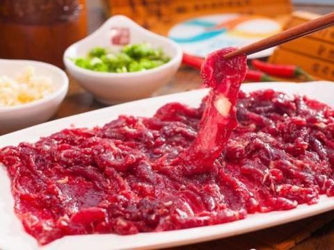 同是牛肉,为什么吃西餐一盘就能饱,而火锅两盘肉都不够吃呢