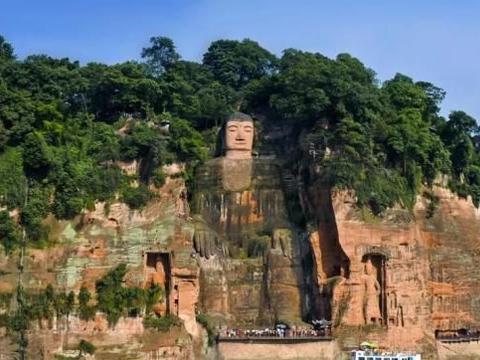 千年乐山大佛闭眼流泪是因为大佛有佛性,悲怜世人吗?