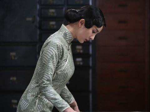 """原觉得杨幂旗袍扮相很优雅,看看李沁,才明白啥是""""古典少女"""""""