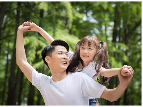 夸奖孩子要掌握方法,合理表扬帮助成长,树立自信成就精彩人生