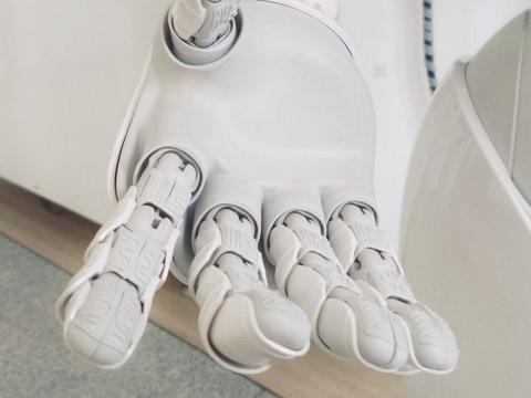 研究人员教机器人使用推理来完成复杂的任务,成功率提高20%!