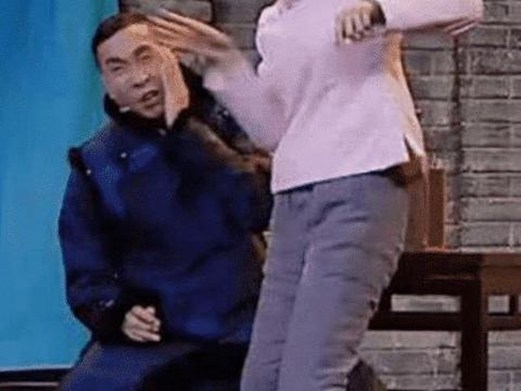 趁机揩油的男演员,曾志伟算收敛的,看吴秀波抱杨颖真的过分