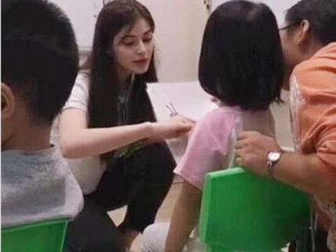 幼稚园女老师走红,颜值超高且相似杨颖,孩她爸:以后孩子我接送