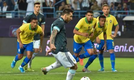 蒂亚戈-席尔瓦:梅西在比赛中向裁判施压,故意找犯规