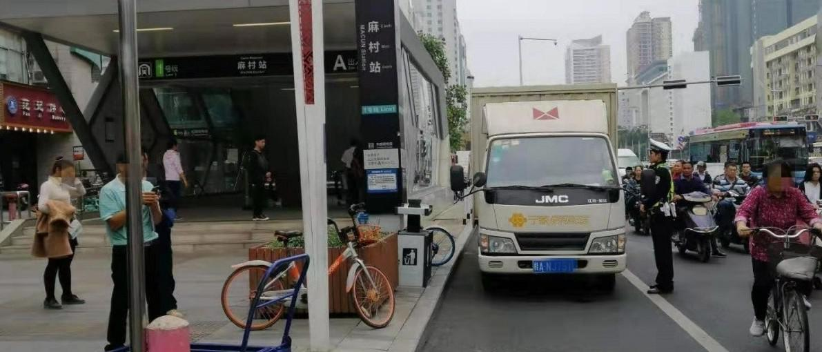 乱停车挨罚!南宁民族大道部分路段有无人机和电警抓