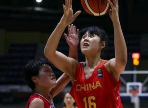 中国女篮领先菲律宾46分!小鲨鱼统治篮下,黄思静13中效率100%