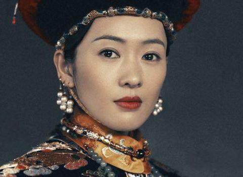 她堪称是清朝一位奇女子,貌美如花,从未踏入后宫却被册封为皇后