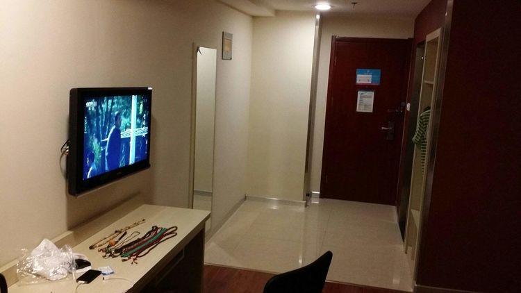 游客住酒店时,为什么要先拔电视机插头,不知情的可以看看