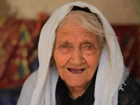 中国最长寿的老人,今年133岁,她最爱吃的东西,我们都吃不下