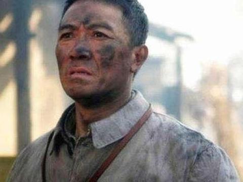 他因《亮剑》爆红!被邀请去天安门看阅兵仪式,真实身份少有人知