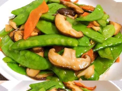 今天的香菇红萝卜炒荷兰豆很简单。