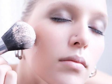 如何进行脸部化妆,步骤和方法详解!
