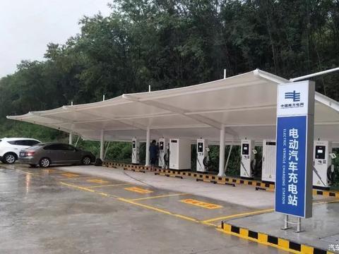 高速公路上一个服务区一般会设置几个充电站呢?