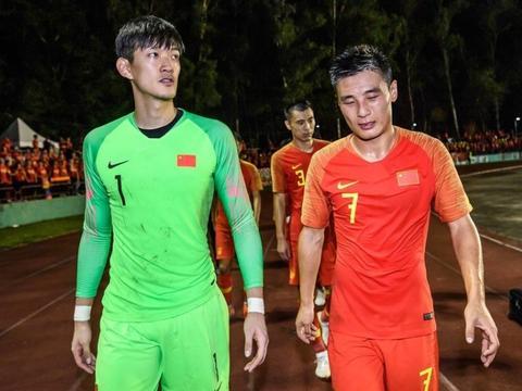 中国足球再遭受打击!20岁国脚突然宣布退役去上学,踢球没前途?