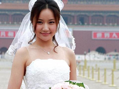 靳东朱亚文都夸她,张国立想让她做儿媳,如今嫁入豪门被宠成公主
