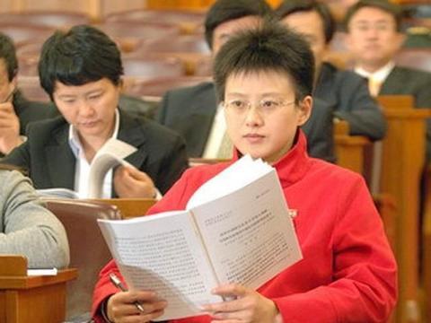 安徽女孩11岁双腿残疾,成中国第一位轮椅上的女博士