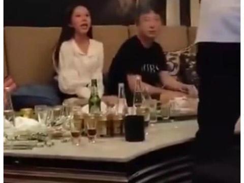 王思聪现身KTV,桌子上的廉价酒亮了,网友:这是真没钱了?