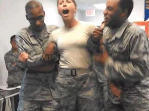 美国女兵再次传出一个丑闻,已扩散至整个军营,当事人直言无所谓